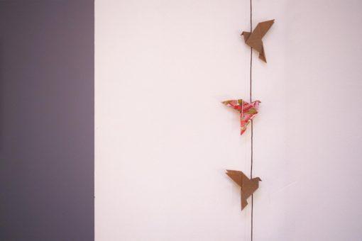 Guirlande oiseaux origami kraft et rose